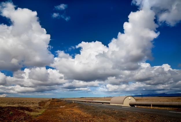 Weg en leidingen van verwarmingsinstallatie