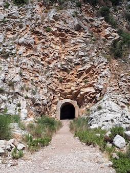 Weg in een grot in petrovac, montenegro