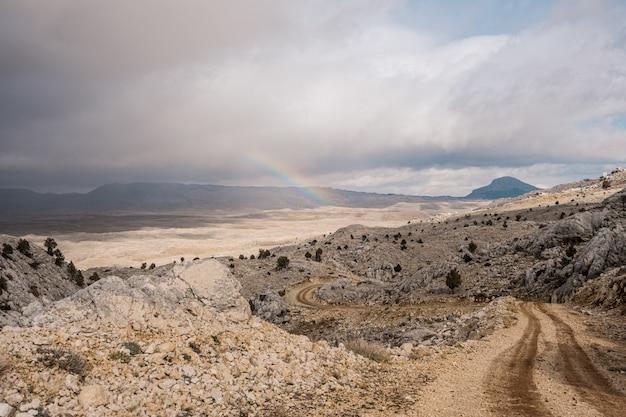 Weg verhogen in de bergen
