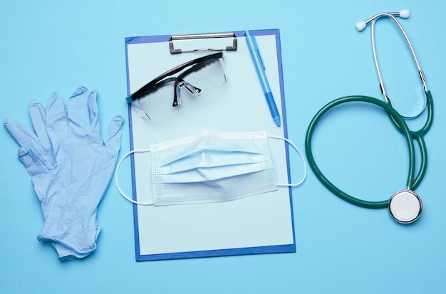 Wegwerp medische masker plastic bril en stethoscoop