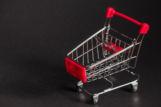 Weinig lege supermarktwagen