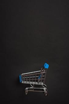 Weinig speelgoed winkelwagentje