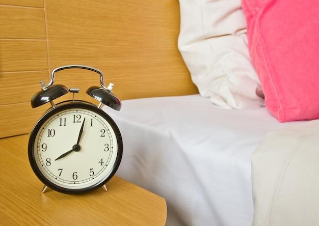 Wekker in de ochtend slaapkamer