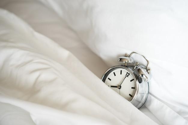 Wekker om 8 uur. wakker worden