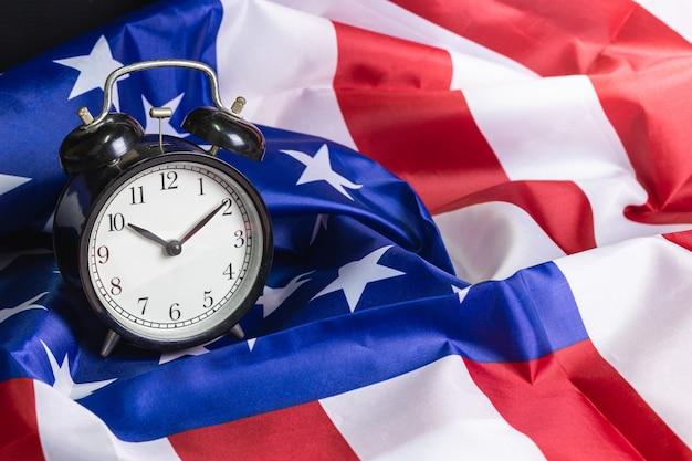 Wekker op vlag van verenigde staten