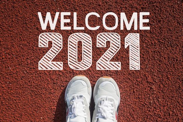 Welkom in 2021 op de atletiekbaan. gelukkig nieuwjaar concept