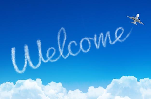 Welkom - inscriptie in de lucht achtergelaten door het vliegtuig.