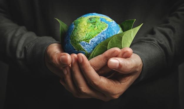 Wereld aarde dag concept groene energie hernieuwbare en duurzame bronnen