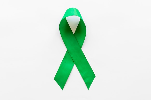 Wereld lymphoma en geestelijke gezondheid bewustzijn dag lint op witte achtergrond