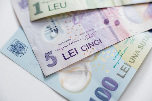 Wereldgeldcollectie. fragmenten van roemeens geld