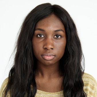 Wereldgezicht-amerikaanse vrouw op een witte achtergrond