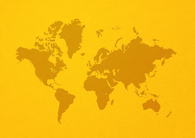 Wereldkaart geïsoleerd op gele muur achtergrond