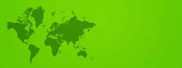 Wereldkaart geïsoleerd op groene muur achtergrond.