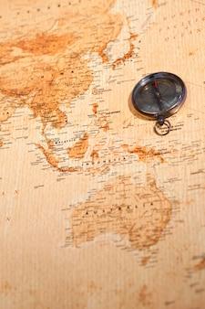 Wereldkaart met kompas oceanië tonen