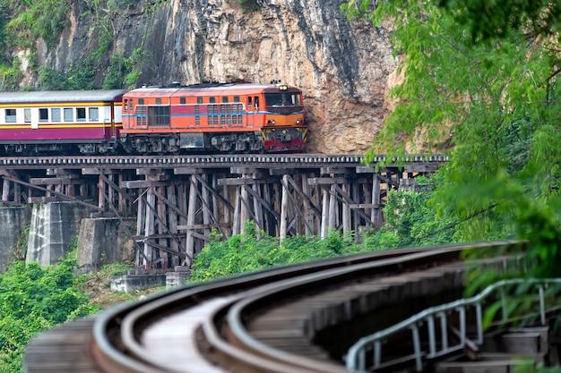 Wereldoorlog twee spoorwegen in kanchanaburi thailand
