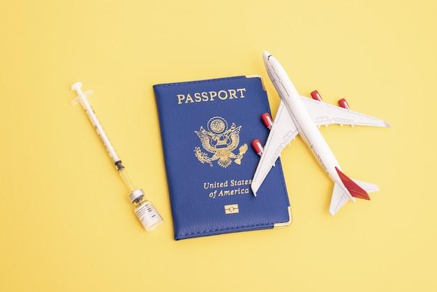 Wereldwijd vaccinatieconcept voor reizen en economisch herstel hervatting van reisvakanties en economi...