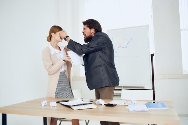 Werk collega's intimidatie problemen kantoor conflict