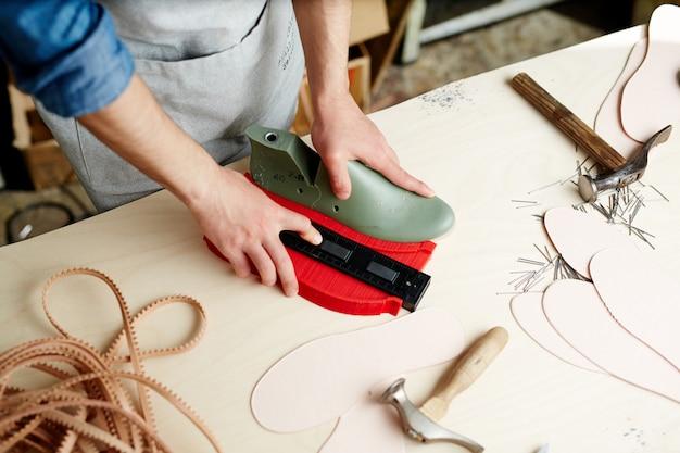 Werk van schoenmaker