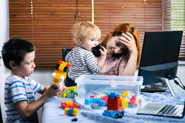 Werk vanuit huis met jonge kinderen