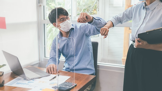 Werk vanuit privékantoor sociale afstand tussen uitbraak van coronavirus