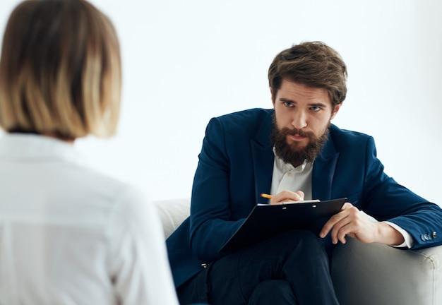 Werk vrouw en man pak documenten communicatie. hoge kwaliteit foto