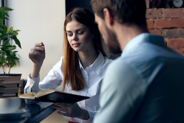 Werkcollega's communicatie kantoor professioneel team levensstijl