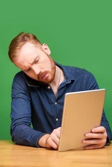 Werken met apparaten die op een groene achtergrond zijn geïsoleerd