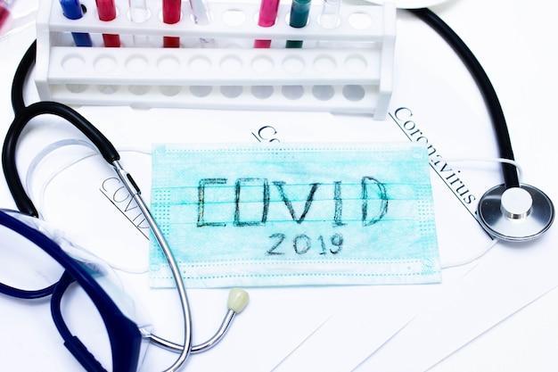 Werken met coronavirus tijdens pandemische laboratoria
