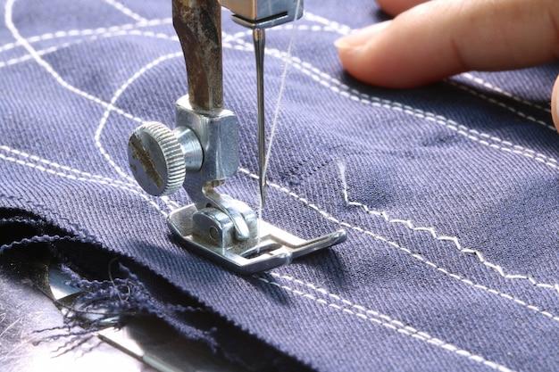 Werken met een naaimachine