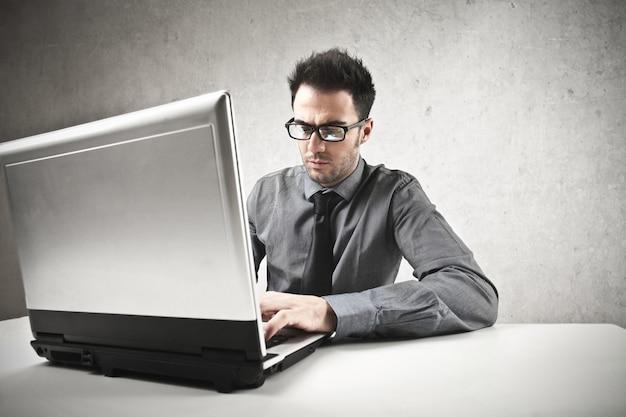 Werken op een laptop