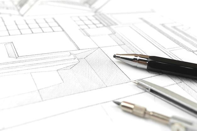 Werken op kantoor met blauwdrukken, werkplek met architectonisch plan en papieren blauwdrukken. concept foto bouwproject