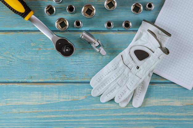 Werkende lederen beschermende handschoenen gereedschap set automonteurs sleutels uitgerust gereedschap automonteur