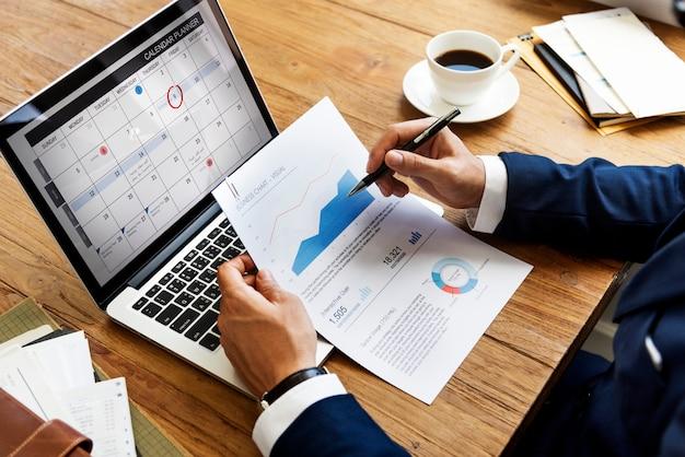 Werkende office werkplek technologie concept