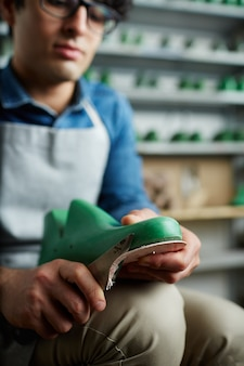 Werkende schoenmaker