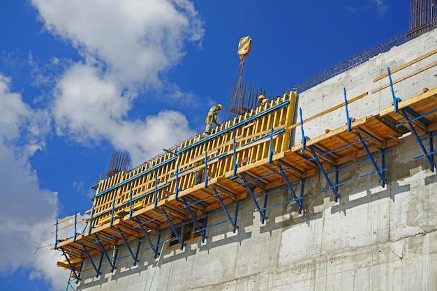 Werknemer het controleren van de structuur