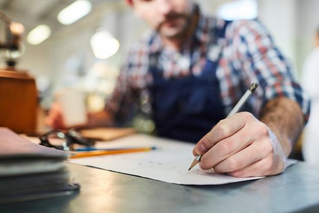 Werknemer tekening plannen close-up