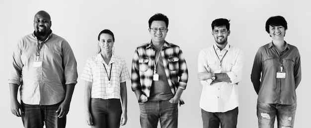 Werknemers staan samen diversiteit