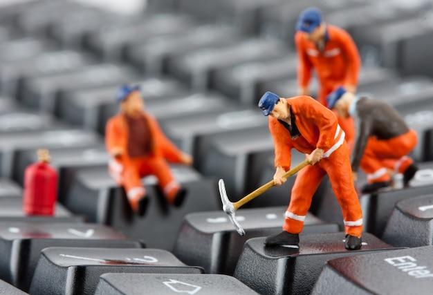 Werknemers toetsenbord repareren