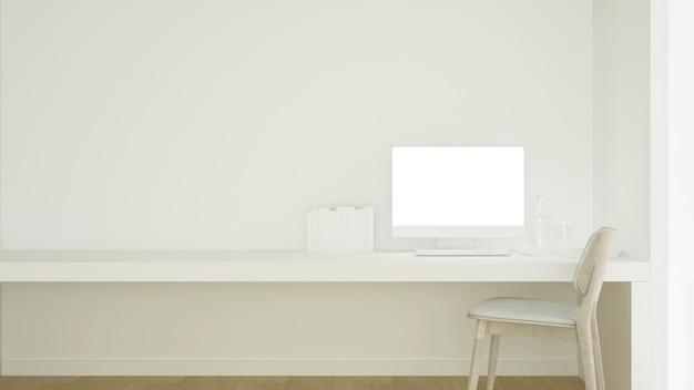 Werkplek en lege ruimte in condominium of klein kantoor