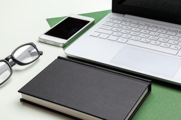Werkplek met laptop laptop