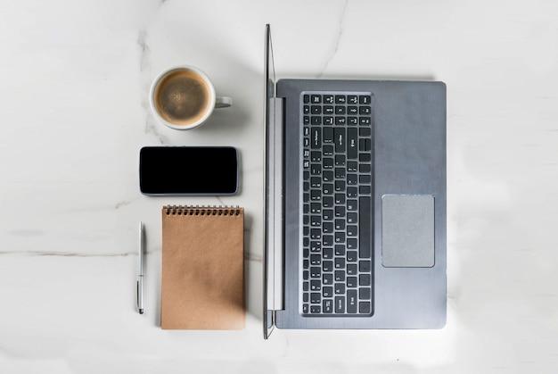 Werkplek met laptop