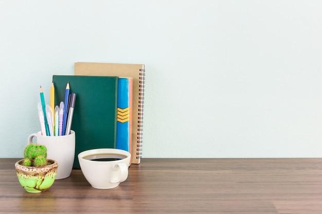 Werkplekmodel mockup voor zakenman of student met exemplaarruimte voor tekst