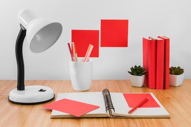 Werkruimte-indeling met lamp