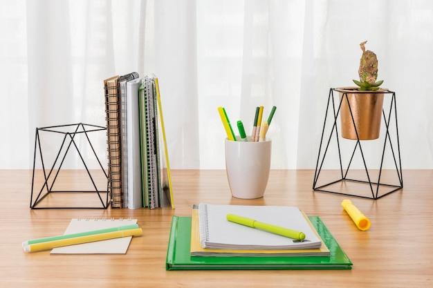 Werkruimte-indeling met notitieboekjes