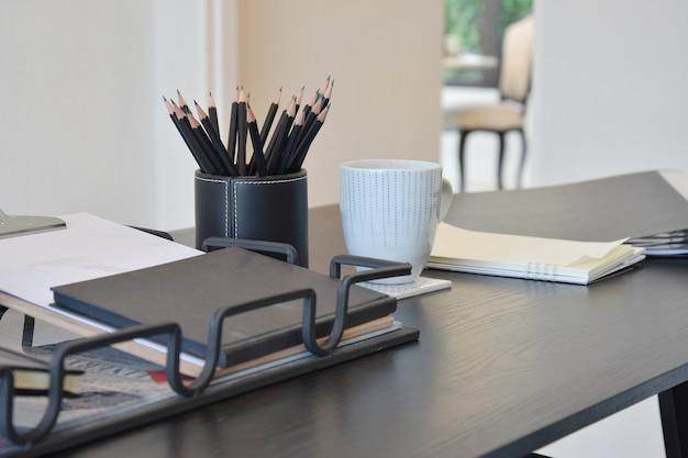 Werktafel met boek