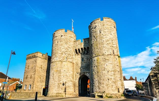 Westgate towers in het oude centrum van canterbury, engeland