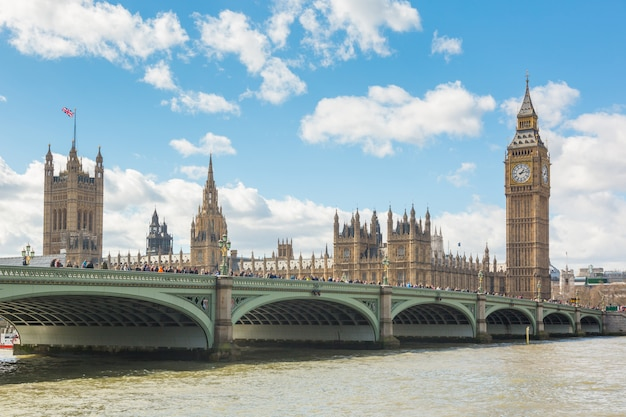 Westminster bridge en big ben in londen