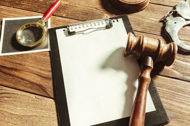 Wet en rechtvaardigheid achtergrond.