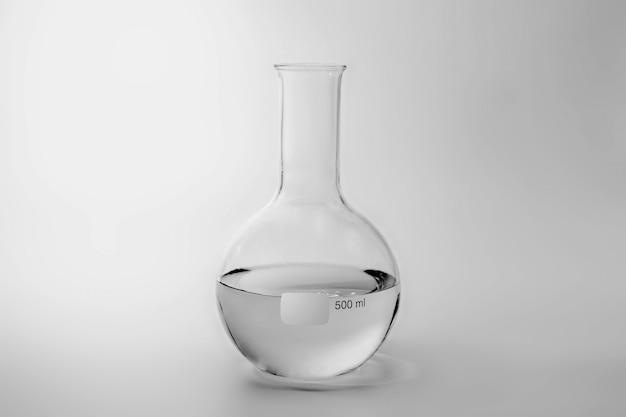 Wetenschap en medisch glaswerk en reageerbuis