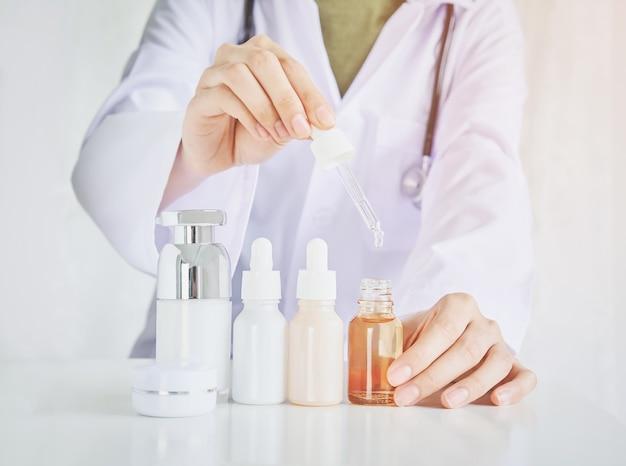 Wetenschappers bestuderen de natuurlijke extracten